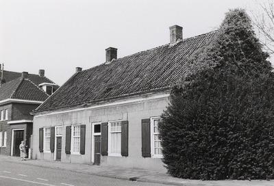 Woonhuis; Winkel; Boerenbedrijf. Gebouwd tussen 1650 en 1675. Laatste bewoners waren Antje Goijaarts (wed.) en inwonend ver familielid Grard Smits. Na het overlijden van           Grard is het aangekocht door A. van den Heuvel en gerestaureerd. (zie PNB001057582 t/m PNB001057615)