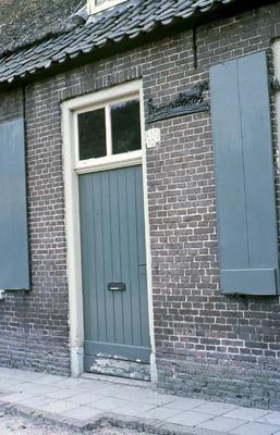 Monumenten: Dit is de voordeur van de oude boerderij van de fam. Wagenaars Molenrijnselaan 10. Toen er huizen zijn bijgebouwd in de Molenrijnselaan aan de even zijde kreeg           dit huis nummer 50 en de bijwoning van de boerderij nummer 52.