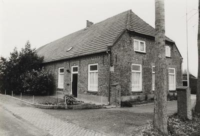Langgevelboerderij, woonhuis. Gebouwd in de tweede helft van de 19e eeuw. Verbouwd omstreeks 1910. Destijds was dit Kinderbos 1, bewoond door de familie Van Dijk. Later           hernummerd tot Kinderbos 14 (o.m. een praktijk voor Chinese geneeskunde)