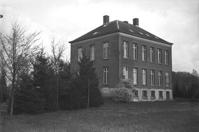 Mgr. Diepen heeft het voormalige bisschopshuis Huize Gerra beschikbaar gesteld voor mannelijke jeugdorganisaties in het bisdom Den Bosch. Het pand ligt aan de weg van           Tilburg naar Den Bosch, onder Haaren, waar indertijd een aanslag werd gepleegd op mgr. Zwijsen. Het gebouw zal worden ingericht tot cursushuis voor jeugdleiders, vakantiehuis en internaat           voor jeugdige werklozen.