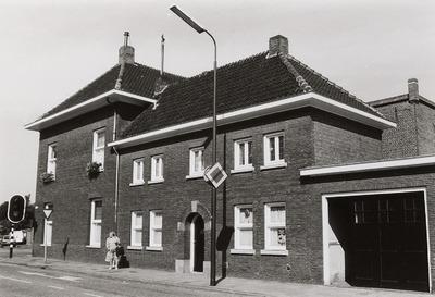 Woonhuis; Praktijkruimte. Gebouwd in ca. 1930. Architect: C. J. van Liempd. Verbouwing ca. 1950. Pand staat op de hoek van de Hoofdstraat en Kluisstraat. Huisarts Oppenraaij           had hier zijn praktijk. Later hield advocaat Winston Bouwman hier kantoor.