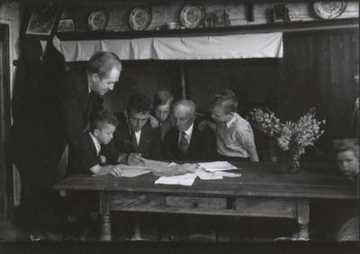 Jan Damen en zijn vrouw Dorke Klerkx emigreerden op 2 september 1947 samen met hun elf kinderen naar Canada. Daaraan voorafgaand kregen ze engelse les van meester           Cornelissen, ook de 87-jarige Hannes Klerkx, vader van Dorke, die eveneens meeging.