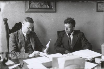 Jan Damen en zijn vrouw Dorke Klerkx emigreerden op 2 september 1947 samen met hun elf kinderen en de 87-jarige Hannes Klerkx, vader van Dorke, naar Canada. Hier is Jan op           bezoek bij de burgemeester.