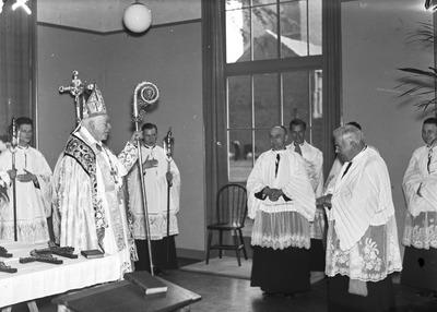 Deze dag is mgr. A.F. Diepen op het Groot Seminarie Haaren aangekomen en feestelijk ingehaald door mgr. A.F.M. Sweens, president van het Groot-Seminarie, en de bewoners van           het huis, om het nieuwe philosophicum in te zegenen en de nieuwe kapel te consacreren.