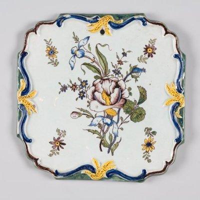 Plaque met decoratie van een bloementak en strooibloemen