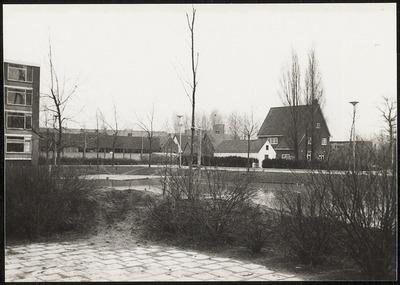 Blik op de Nolenstraat in wijk de Nude; foto genomen vanaf de Van Houtenstraat, richting zuid-oosten.