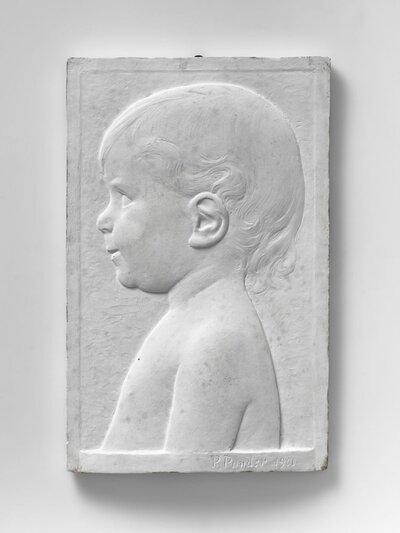 Kinderportret, naar links gericht en profile.