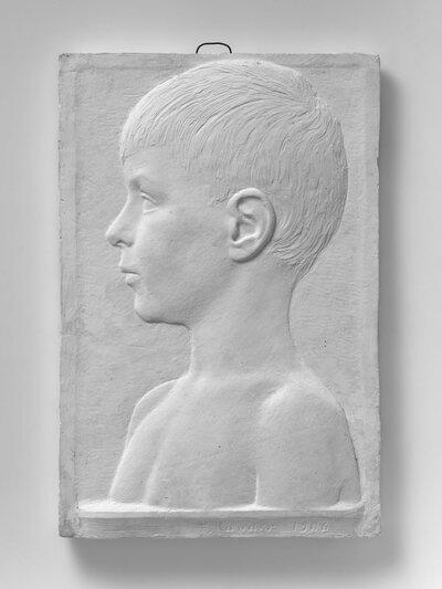 Jongensportret, naar links gericht en profile.