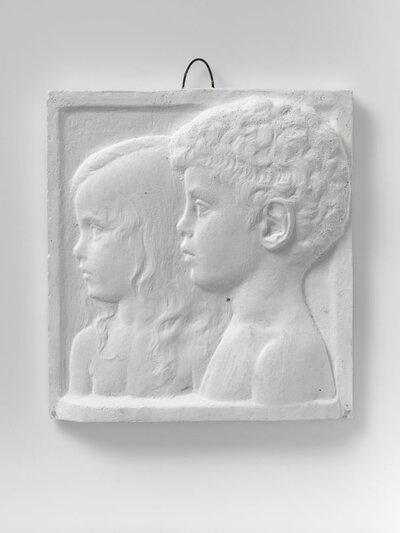 Portret jongen en meisje, beide naar links gericht en profile.