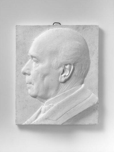 Portret van man, naar links gericht en profile.