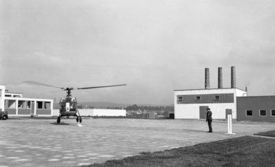 Een delegatie van de Ministerraad brengt een bezoek aan de 3e groep Geleide Wapens (3 GGW) in Blomberg.Hier de aankomst van de eerste helikopter met de           gasten, een Alouette II van de SAR.