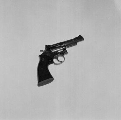Vuurwapens met bijbehorende munitie. Revolver Smith & Wesson .357 Magnum.