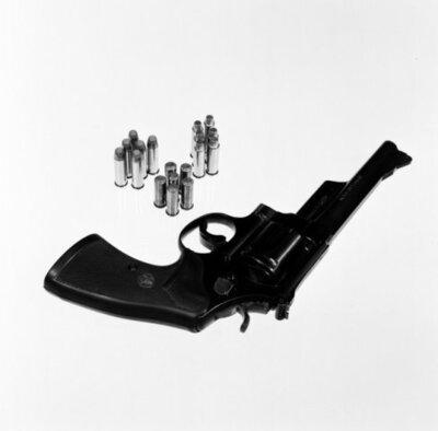 Vuurwapens met bijbehorende munitie. Revolver Smith & Wesson.
