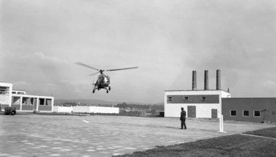 Een delegatie van de Ministerraad brengt een bezoek aan de 3e groep Geleide Wapens (3 GGW) in Blomberg.Hier de aankomst van de eerste helikopter, een           Alouette 3.