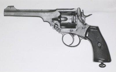 KM Revolver Webley Scott 9.65 mm no.2.Kl Revolver Webley Scott van 455 inch.no.1 M6.