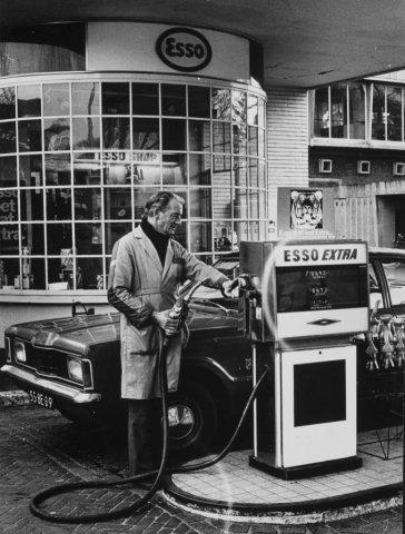 Kennemerplein, benzinepomp