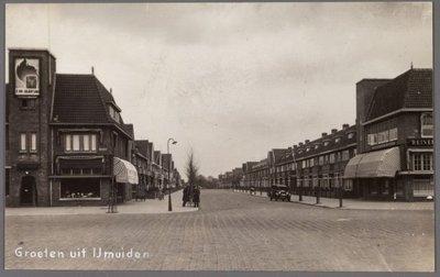 Proefdruk voor een prentbriefkaart voorstellende de Kennemerlaann gezien vanaf het Kennemerplein te IJmuiden, gedateerd 22 april 1948.