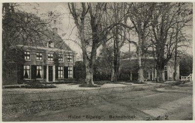 Gezicht op het in 1928 gesloopte Huis te Bijweg.