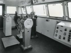 De stuurhut (brug) van de veerboot 'Free Enterprise III' (Co. 538), die in die dagen nog uitblonk door eenvoud.