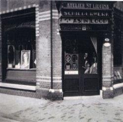 Atelier 'St. Liduina' aan de Sint Liduinastraat hoek Warande. I.J.M. (Sjef) Schmiermann heeft hier vele werken gemaakt. Frits en André Henderickx zijn hier hun loopbaan als           glazeniers begonnen.