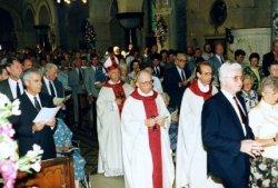 Tijdens de viering van het eeuwfeest van de St. Jacobuskerk in 1990. Links vooraan J.G. (Jan) van der Meer, voorzitter van het parochiebestuur. Achter de pastores Th. Kool           en C.A. Veltman loopt de bisschop van Rotterdam Mgr. Philippe Bär.