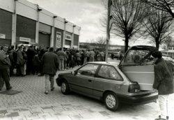 Nadat Radio Modern aan de Nieuwpoortweg een grote brand had gehad, werden veel artikelen met enige rookschade tegen hoge kortingen verkocht.