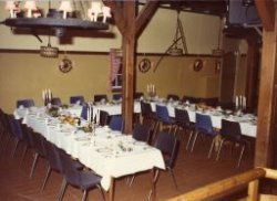 Interieur van party- en vergadercentrum Boerderij Landvreugd aan de Sweelinksingel, gepacht door horeca-ondernemer en eigenaar van restaurant De Klok aan de Willem           Brouwerstraat hoek Hoofdstraat, Jan Crama.