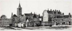 Gezicht op de achterzijde van de bebouwing aan het Oude Kerkhof vanuit het Bagijnhof, met links de Gemeentelijke School voor MULO en rechts de voormalige Louronstraat. Te           zien zijn voorts de toren van de Grote of Sint Janskerk en de achterzijde van het gebouw van het Gemeentearchief.
