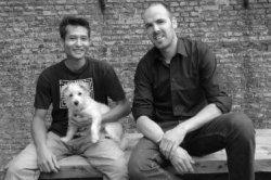 Ivar Tjon-Sack-Kie met hond Bink en Jasper Kaarsemaker bij hun atelier in de voormalige Stadstimmerwerf. Kaarsemaker heeft samen met Ivar Tjon-Sack-Kie multifunctionele           blokkendoos heeft ontworpen voor Material World, de ontwerpersexpositie in De Korenbeurs. 'Material World' maakt onderdeel uit van de manifestatie 'Wonen met Kunst'.