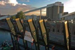 De winnende foto van de wedstrijd voor de beste foto van het terugplaatsen van de nieuwe Proveniersbrug in september 2013. De foto van de brug op transport vanuit krimpen           aan den IJssel is gemaakt vanaf de Sodafabriek aan de Buitenhaven. Op de achtergrond zijn de silo's en de transportband van de glasfabriek aan de Buitenhavenweg zichtbaar.