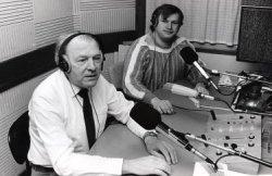 Radio Omroep Schiedam. Links de heer Groeneweg, rechts Pim Scheenloop.