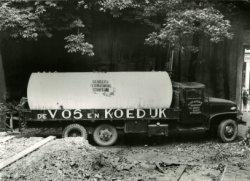 Transport van olietank met belettering Beukers Verwarming Schiedam.