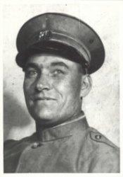 Maarten Vlaardingerbroek, hoofdbesteller bij de PTT te Schiedam. Op 3 juli 1942 door de Duitsers gearresteerd en op 22 januari 1943 bij het concentratiekamp Vught           gestorven.