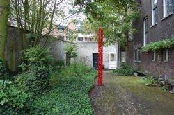 Een kunstwerk van Albert Verkade staat (tijdelijk) in de binnentuin van de voormalige mariaschool aan de Westmolenstraat waarhij een atelier heeft. Op dit adres hadden veel           Schiedamse kunstenaars een atelier, sommigen zoals Verkade, meer dan dertig jaar lang. Ze moesten in 2007 plaats maken daar het pand een woonbestemming kreeg.