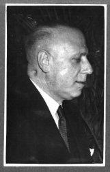 E. Steinder, begon zijn loopbaan bij de Onderlinge Crediet in Rotterdam, werd 1-9-1911 correspondent bij de Robaver (Rott.Bank Vereniging), op 1-1-1917 procuratiehouder. Op           1-2-1929 directeur van de Rotterdamsche Bank in het bijkantoor Lange Nieuwstraat te Schiedam. Hij nam er afscheid in maart 1951. Hij was tot zijn vertrek in 1951 ook lid van de Bestuursraad           van de Schiedamse Gemeenschap.