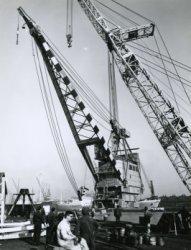 Het boorplatform 'Ile de France' (Bnr. 314) in aanbouw op Werf Gusto. Het vijfkantige platform werd in 1965 gebouwd in opdracht van de Franse onderneming S.A. Samarine Aries           (Foramer).