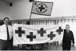 De Vereniging Schiedamsche Transport Colonne van het Rode Kruis met links Henk van Deursen en rechts Gerrit van Aalten.