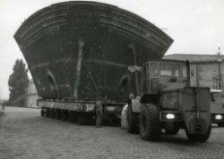 Transport nieuwe neus voor schip na aanvaringsschade.
