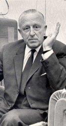 N.J.J.van Baarle tijdens een gesprek bij hem thuis als voorzitter van het Comité Behoud Havenkerk. Hij was tevens voorzitter van de Katholieke Kring en mede-oprichter van de           R.K. Sportvereniging