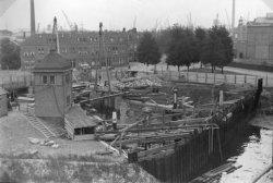 In 1769 bouwde men naast de oude een nieuwe Buitensluis, tussen Buitenhaven en Voorhaven.In de jaren dertig verkeerde Buitensluis in zeer slechte staat.De Gemeenteraad           besloot op 8 december 1933 tot het verlenen van een krediet voor drooglegging van de Buitensluis en in verband daarmede direct te voorziene werken.Door technici en den diensten van           Gemeentewerken is de zaak bekeken en het plan ontworpen.Het belangrijke en noodzakelijke werk stond onder de dagelijkse leiding de heer ir H.B.J. Aikema.De herstelwerkzaamheden duurden van           begin maart tot oktober1934: droogleggen van de sluis, kademuren zijn vernieuwd en herstellingen in de sluis. Het was een buitengewoon moeilijke opgave.Naar aanleiding van het bezoek van           gemeenteraadslieden aan de Buitensluis, schreef de Schiedamse Courant(3.10.1934.) :