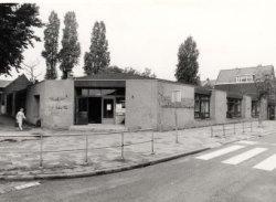 Schoolgebouw Aleidastraat 71, in 1979 gebouwd voor de Ki.v.e.Va. kleuterschool op de hoek met de Westfrankelandsestraat (links). De kleuterschool was oorspronkelijk           gevestigd tot 1979 in de Van Beverenstraat. Tot augustus 1985 heeft het in het op de foto getoonde gebouw gezeten. Daarna is het opgeheven. (KiveVa betekent