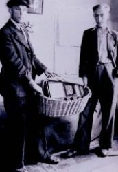 Een verstopte radio tijdens de oorlog in een broodmand van de heer Weergang.