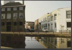 V.l.n.r. Raam 2, 4 en 8 (voormalige moskee). Op de voorgrond de Schie. Het pand links op de hoek, Schie 94 (voorheen 98) is een voormalige branderij van Wenneker. Verbouwd           naar woonappartementen en atelier in 1990-1991.