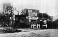 Café Sport op de hoek van de Schiedamseweg en de Damlaan,waar nu de Burgemeester Van Haarenlaan is. Dit is de situatie van 1930 en eerder. Op 8 november werd het café