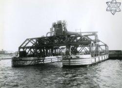 Bouwjaar 1915: Bnr. 493 Werf Gusto gebuwd. 'Drijvende Elevateur voor rekening van Ackermans en Van Haaren.