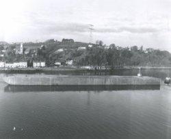 De pijpenlegger 'Viking Piper' (Co. 928) De twee drijvers 'Floaters' waar de opbouw van de pijpenlegger 'Viking Piper' op kwam te staan werden gebouwd bij Verolme Cork in           Ierland. Ze zijn als een geheel tewatergelaten. Ze werden als een ponton gemaakt, dat was eenvoudig met het transport. Hier klaar voor transport naar Gusto in Schiedam. Na aankomst in           Schiedam bij de Gusto aangekomen werden ze gescheiden.