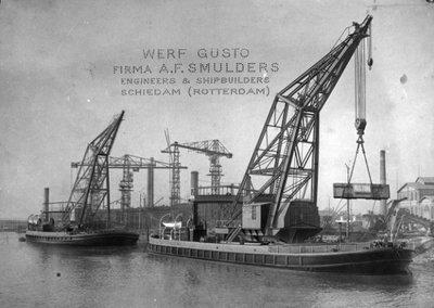 De zeewaardige draaikranen met de draagcapaciteiten 100 en 60 ton. De kranen zijn gebouwd door Gusto voor de Argentijnse regering in 1908. De namen van de kranen waren           Puerto de la Captial I en II. Het lijkt alsof de foto met potlood is bijgewerkt. Bouwnummers. 339&340.