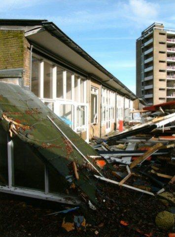 De sloop van het voormalige Gemeenteziekenhuis (later Schielandziekenhuis, nog later Vlietlandziekenhuis) aan de BK-laan.