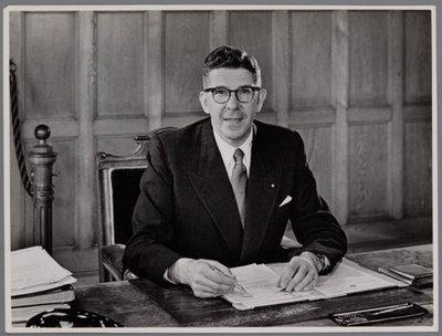 Zaandam. Burgemeester Willem (Wim) Thomassen (1909-2001) van Zaandam. Later burgemeester van Enschede en Rotterdam. In Zaanstad is hij de naamgever van de Wim           Thomassenhaven. In 2004 werd een nieuwe tunnel onder het Calandkanaal geopend, onder de naam Burgemeester Thomassentunnel.