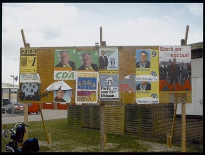 Wormerveer Wandelweg Aanplakbord voor posters/aanplakbiljetten voor de gemeenteraadsverkiezingen.